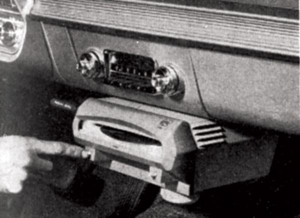 Norelco_Auto_Mignon_CRApril1961-record-player