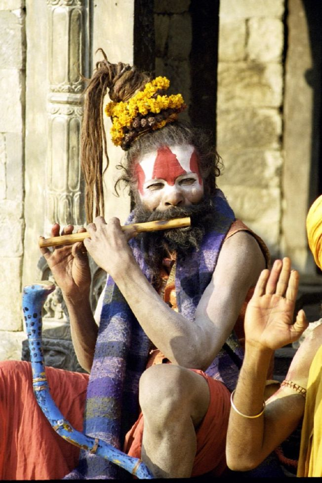 A_sadhu_playing_flute,_Benaras