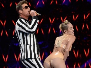 mtv_vma_2013_miley_cyrus_robin_thicke_300x400